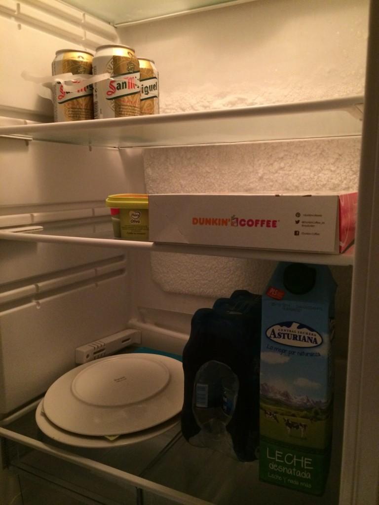 Vårt kylskåp på Barcelona-resan, ingen vitaminbomb precis... kanske inte så konstigt jag blev förkyld.