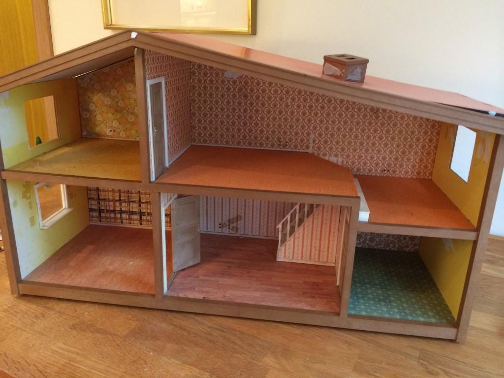 Mitt gamla Lundby dockhus behöver verkligen homestylas!