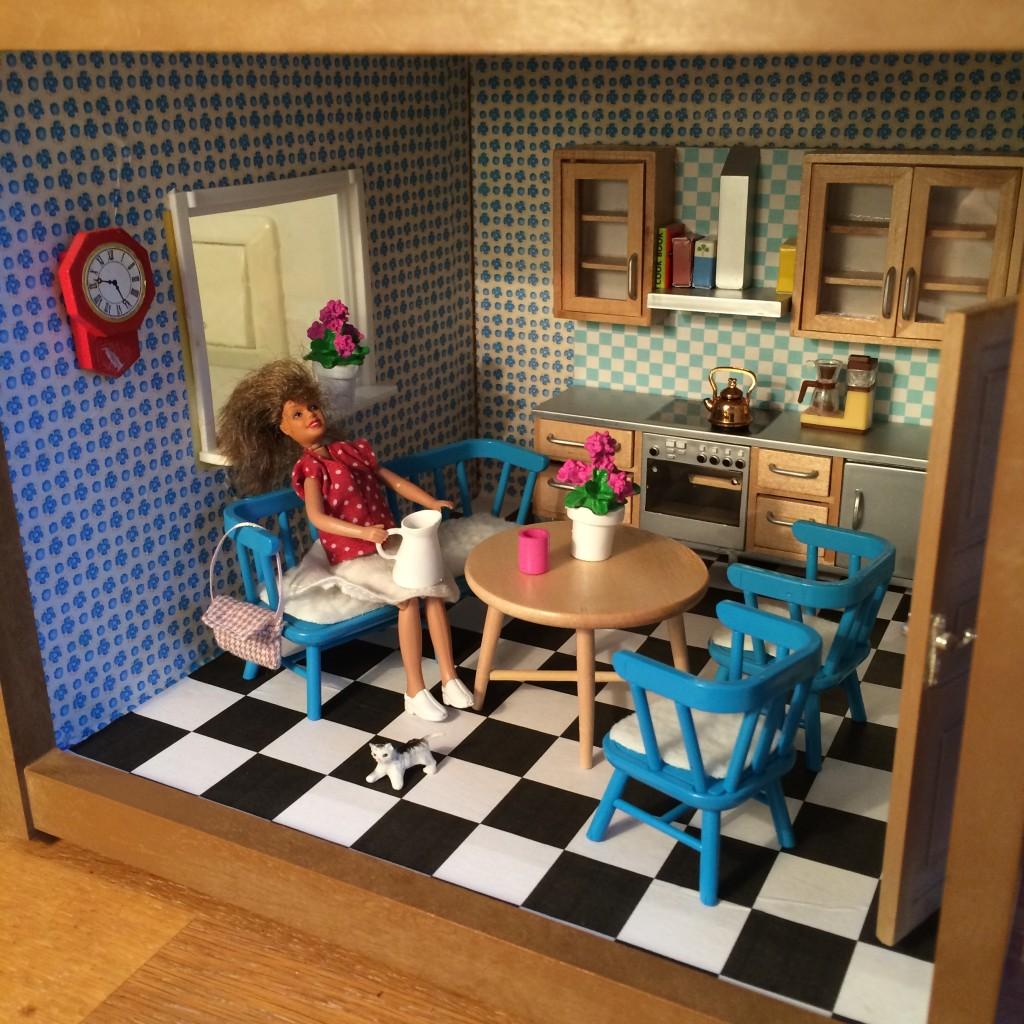 Nu kan mamman fika i det nya köket!