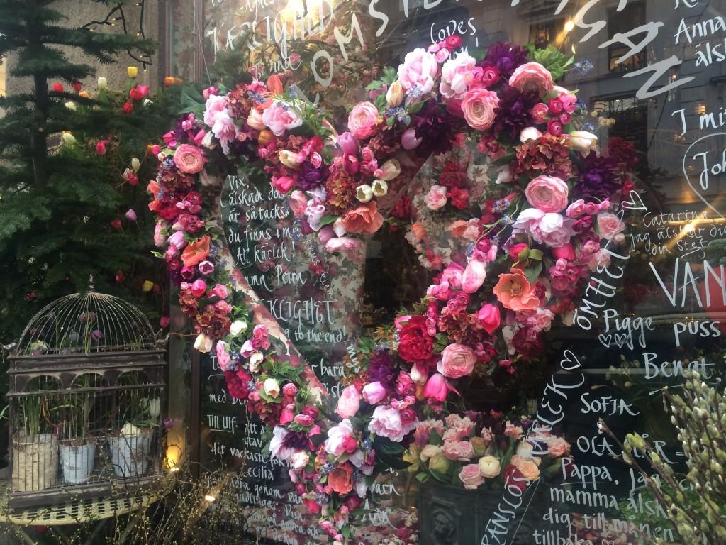 Såg det här fantastiska hjärtat av blommor utanför en blomsteraffär i Malmö häromdagen!